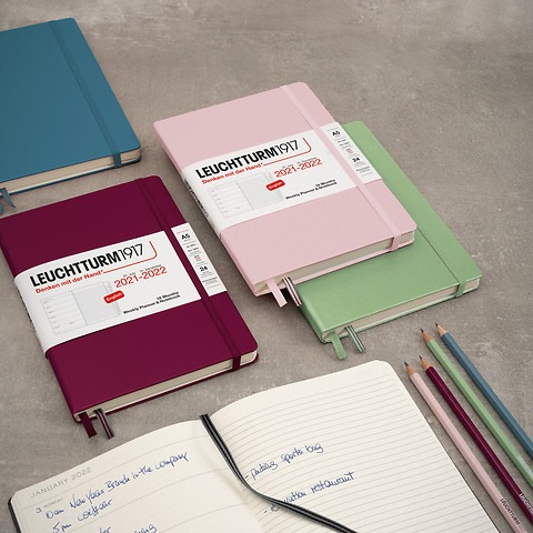 Weekly Planner and Notebook 2022, 18 months, english